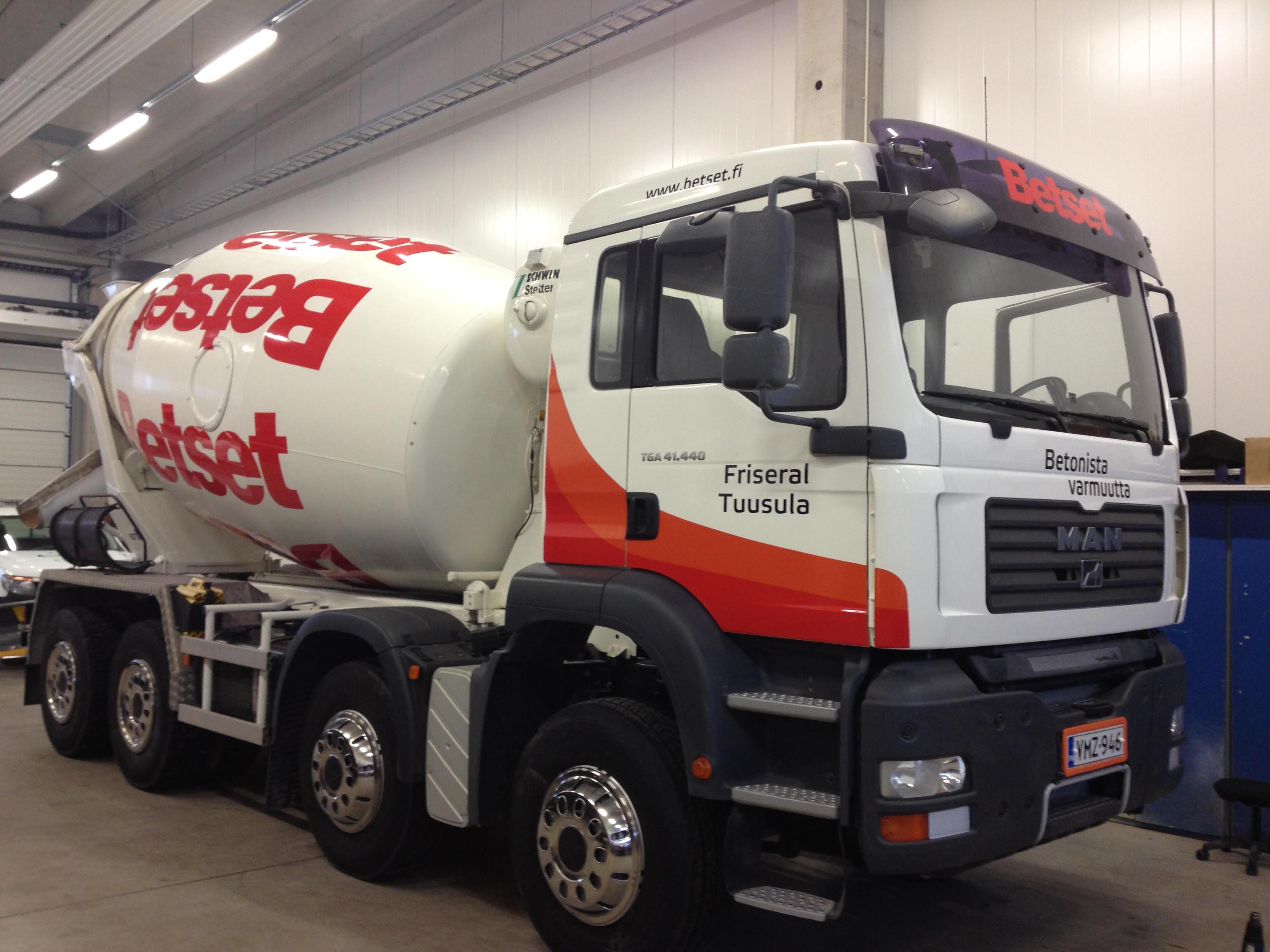 Mitä liikennelupa edellyttää kuorma-auton teippauksilta?